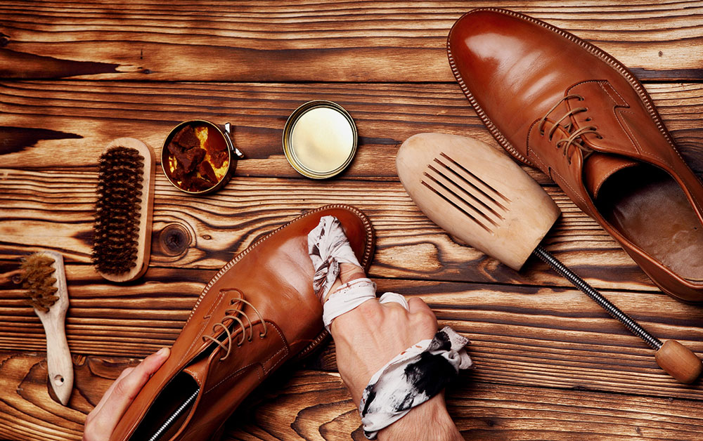 Shoes master polishing shoes with cloth