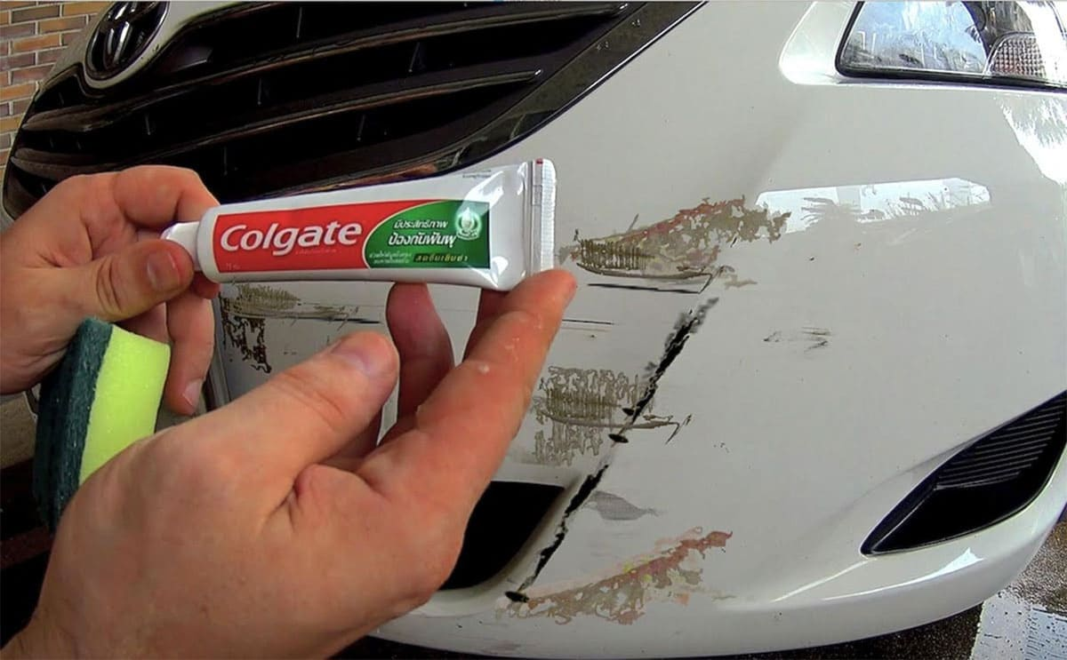 Fixing scuff marks on a car with toothpaste and a sponge