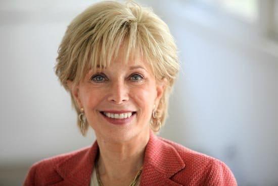 Leslie Stahl reporter