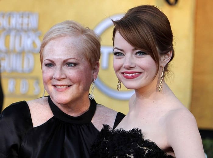 Emma Stoneand her mother