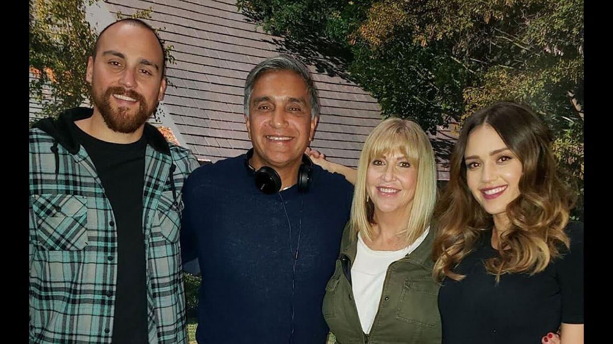 Jessica Alba and her parents