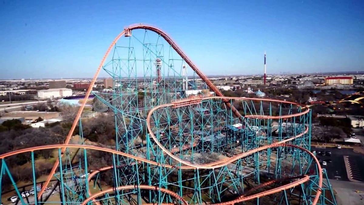 Titan roller-coaster in Six Flags