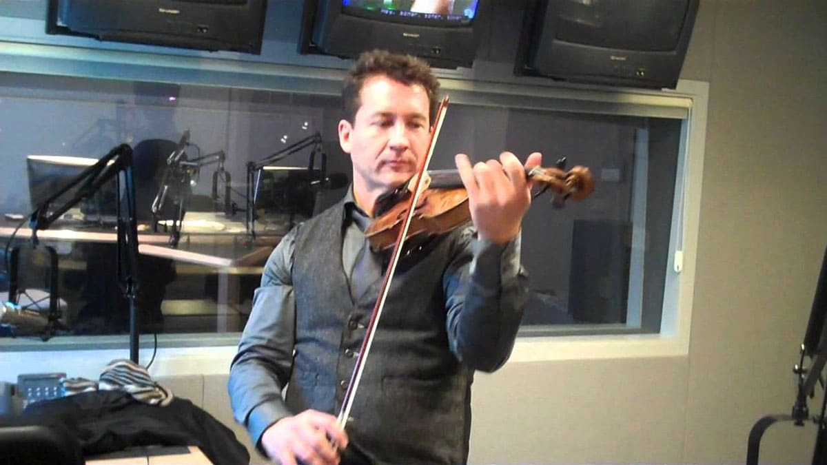 Oliver Lewis playing violin