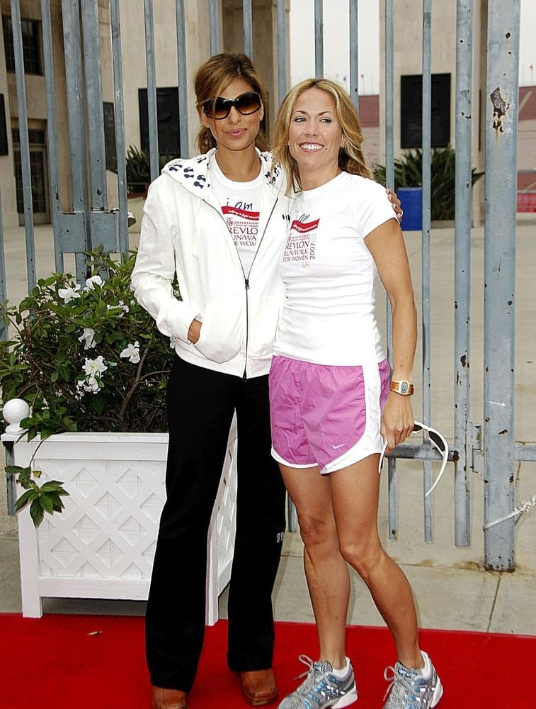 Sheryl Crow and Eva Mendes posing before a run to benefit women's cancer research in LA.