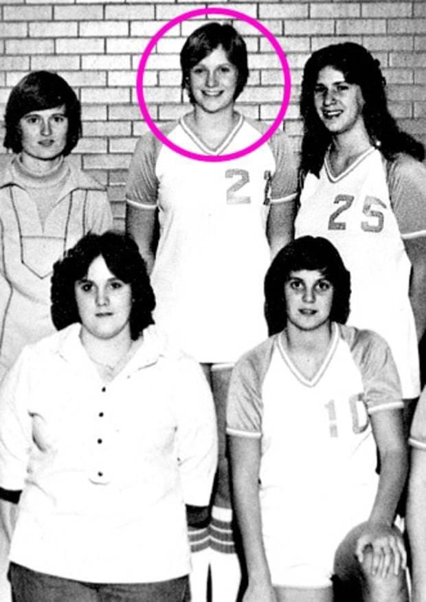 Photograph of Jane Lynch, circled, with her Thornridge High School basketball team.