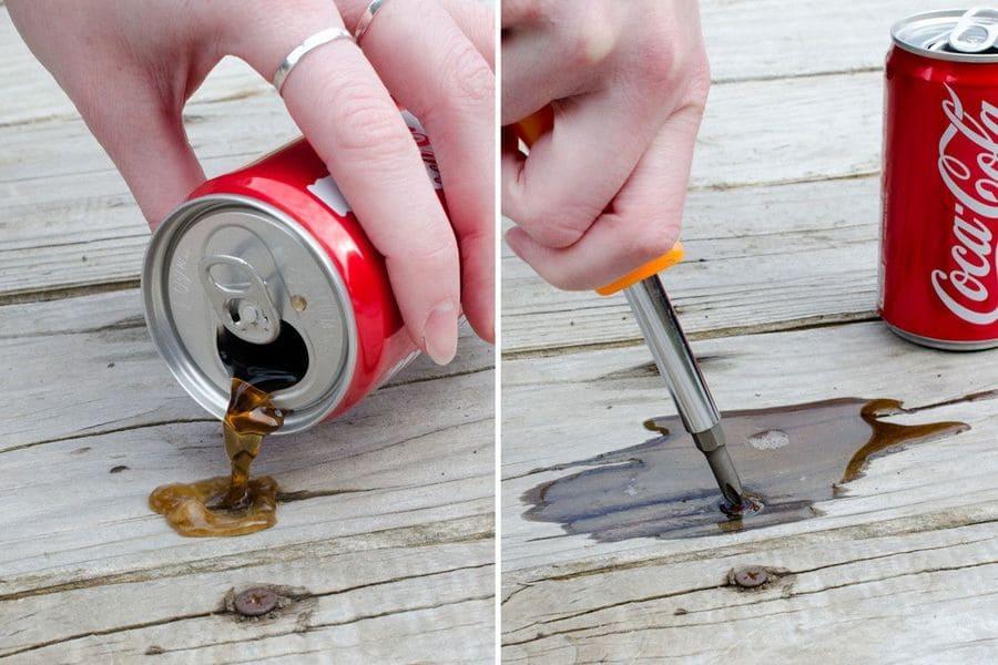 Loosen Rusty Bolts using coca-cola