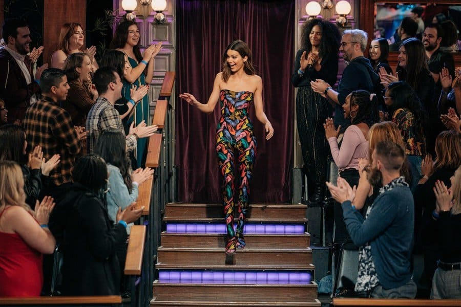 Kendall Jenner is walking down the stairs on the late-night show with James Cordon.