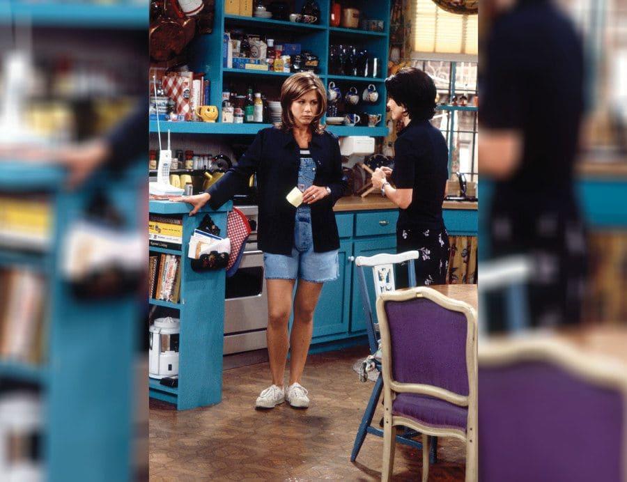 Rachel Green standing and talking to Monica.