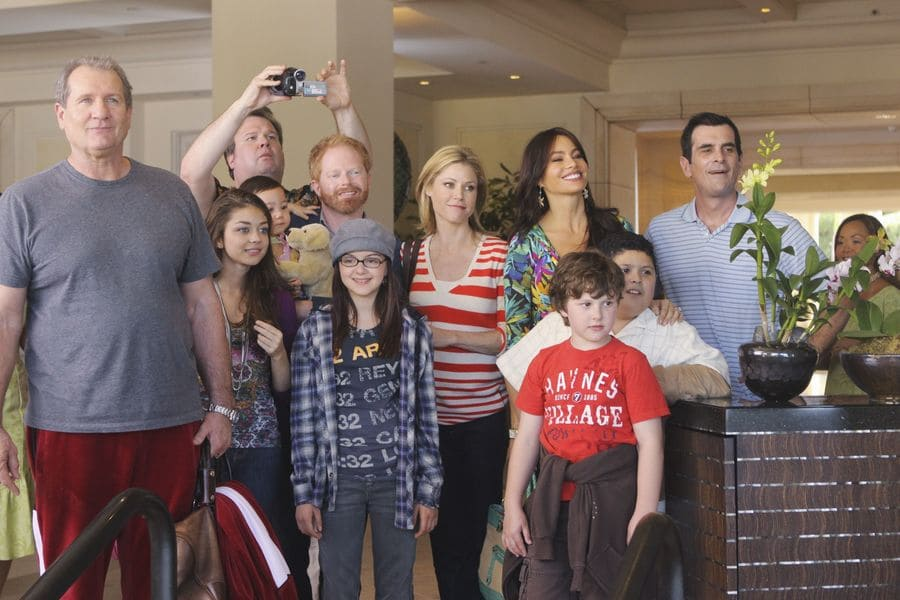Ed O'Neill, Eric Stonestreet, Jesse Tyler Ferguson, Julie Bowen, Sofia Vergara, Ty Burrell, Nolan Gould, Lindsay Stoddart, and Sarah Hyland in Modern Family, 2009.