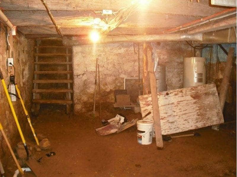 El sótano antes de la renovación, sin ningún piso