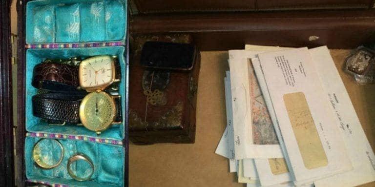 Las joyas antiguas encontradas en el maletín de cuero