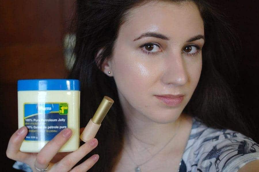 Women using Vaseline as a highlighter