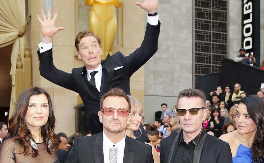 Benedict Cumberbatch jumping behind other celebrities