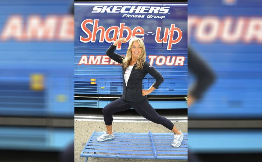 Denise Austin making a muscle at the Sketchers Shape-Up America Tour