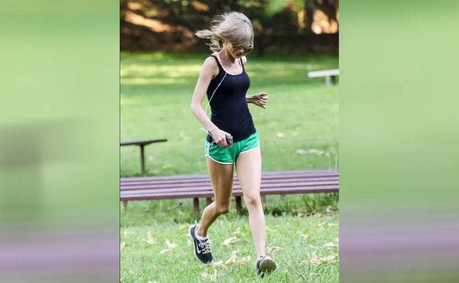 Taylor Swift running