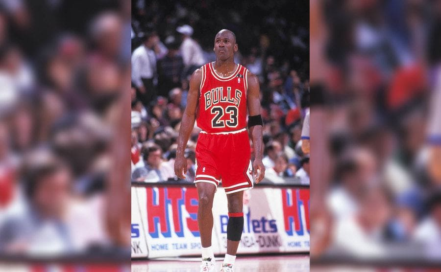 Michael Jordon wearing a number 23 Bulls jersey on the court in 1992