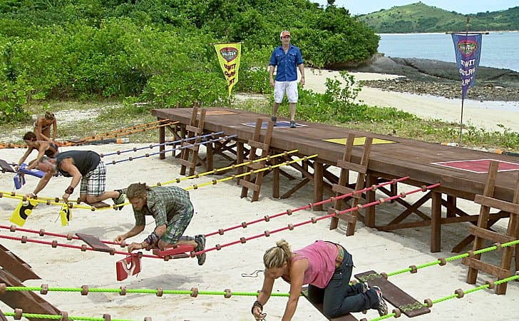 Jeff Probst standing on the side with Lisa Whelchel, Abi-Maria Gomes, Malcolm Freberg, and Denise Stapley completing a challenge on Survivor