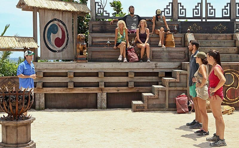 Jeff Probst, Laura Boneham, Laura Morett, and John Cody with others in an episode of Survivor