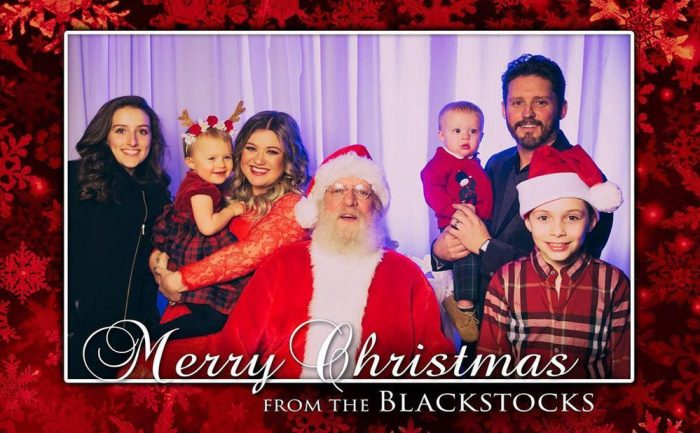 Holiday card of Kelly Clarkson and her husband Brandon Blackstock with their children