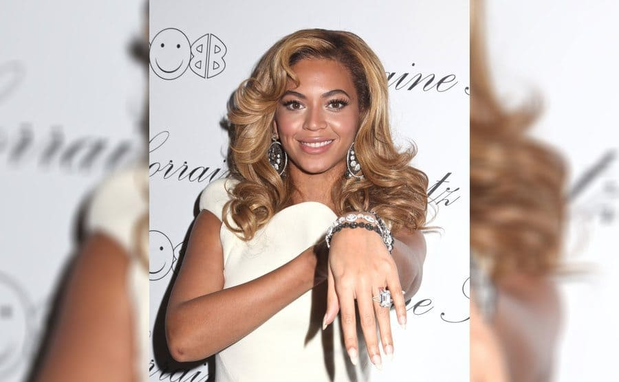 Beyoncé reveals her engagement ring
