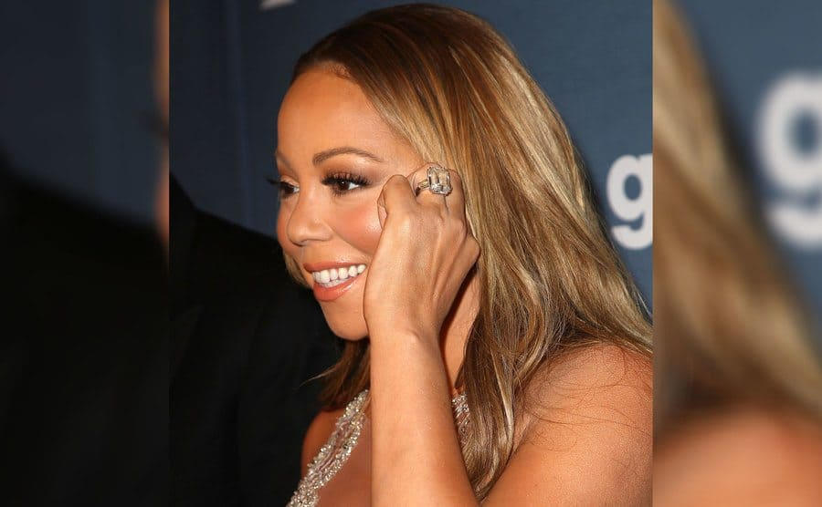 Mariah Carey wearing her engagement ring