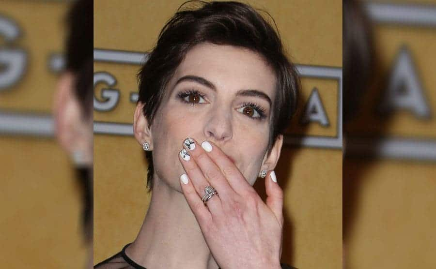 Anne Hathaway reveals her engagement ring