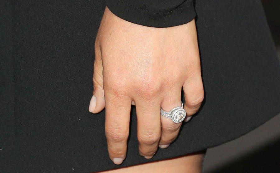 Natalie Portman unveils her engagement ring