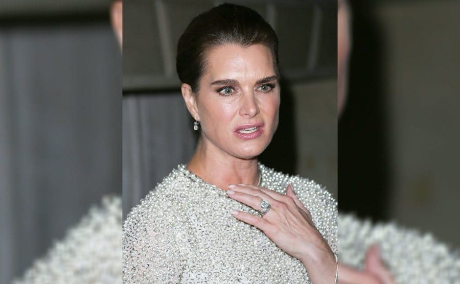 Brooke Shields wearing her engagement ring