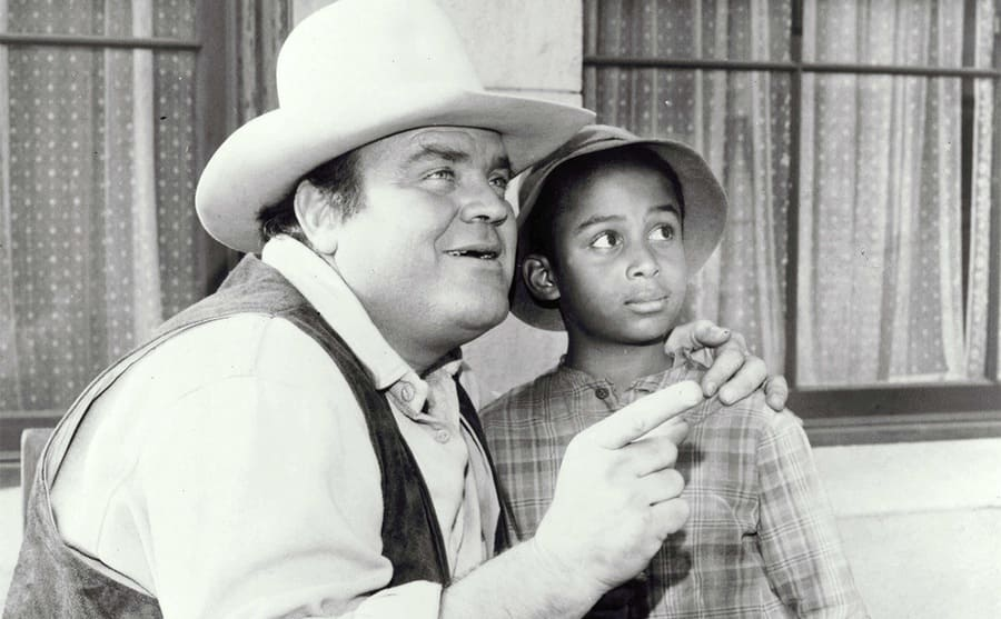 Dan Blocker pointing something out to Todd Bridges in a scene from Bonanza