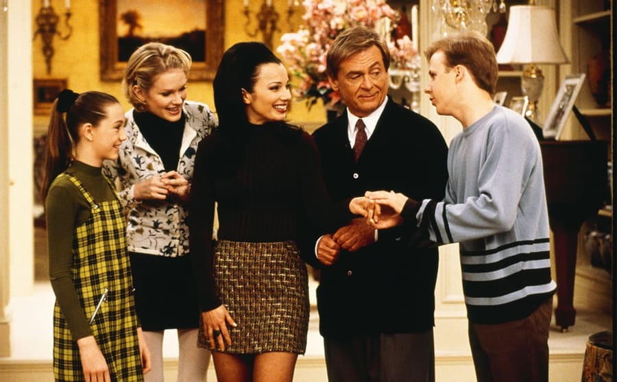 Madeline Zima, Nicholle Tom, Fran Drescher, Daniel Davis, and Benjamin Salisbury checking out Fran's engagement ring in an episode of The Nanny