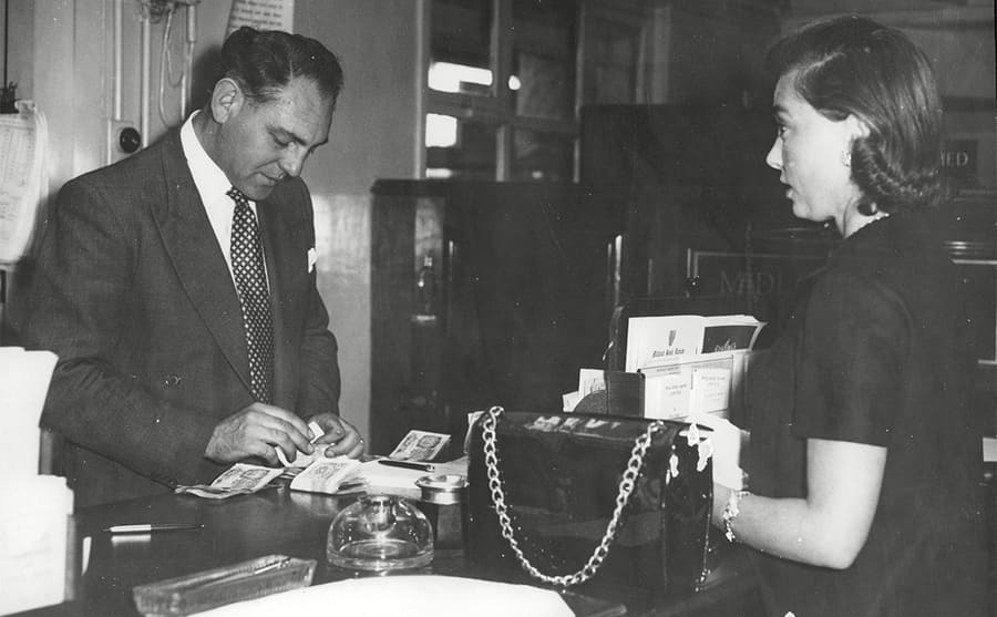 Jeanne Vanderbilt withdrawing money from a London bank