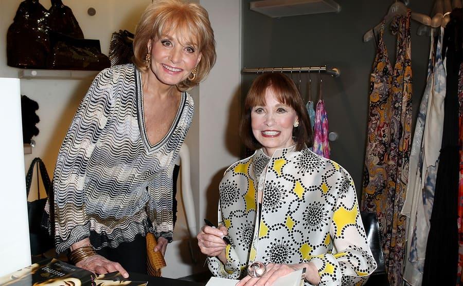 Barbara Walters and Gloria Vanderbilt in 2009 at Gloria's book signing