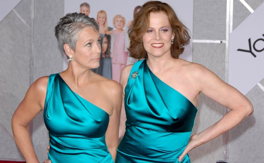 Jamie Lee Curtis and Sigourney Weaver on the red carpet wearing the same dress