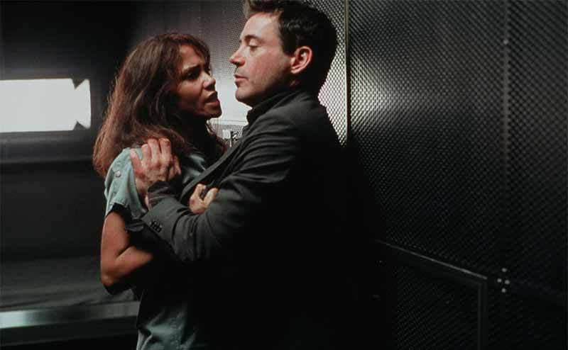 Halle Berry and Robert Downey Jr fighting in a scene from Gothika