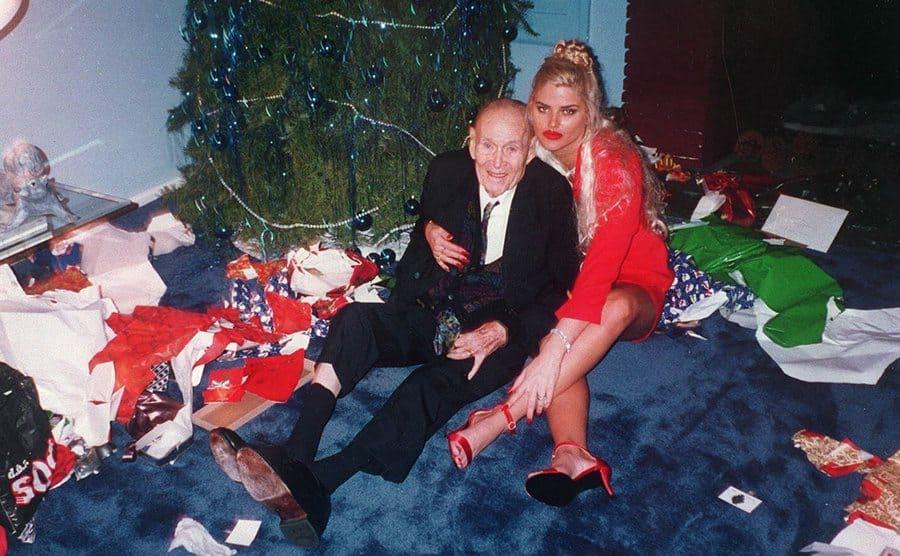 J Howard Marshall and Anna Nicole Smith posing under the Christmas tree