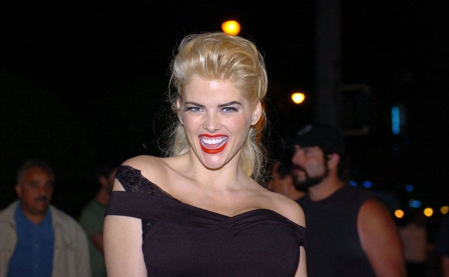 Anna Nicole Smith outside of her hotel in Miami 2004