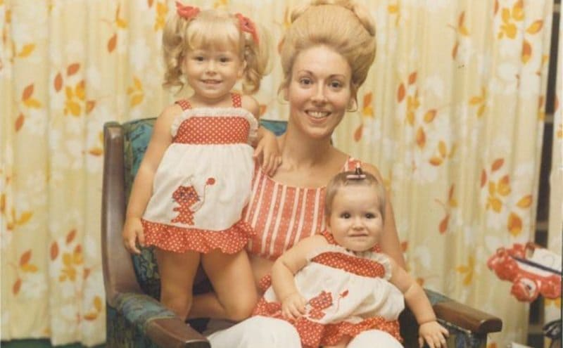 Kelly Ripa as a little girl with her mother and sister