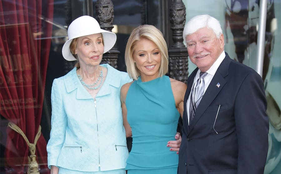 Kelly Ripa with her parents Esther and Joseph on the red carpet