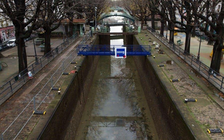 Trabajos de mantenimiento en el Canal Saint-Martin, París, Francia