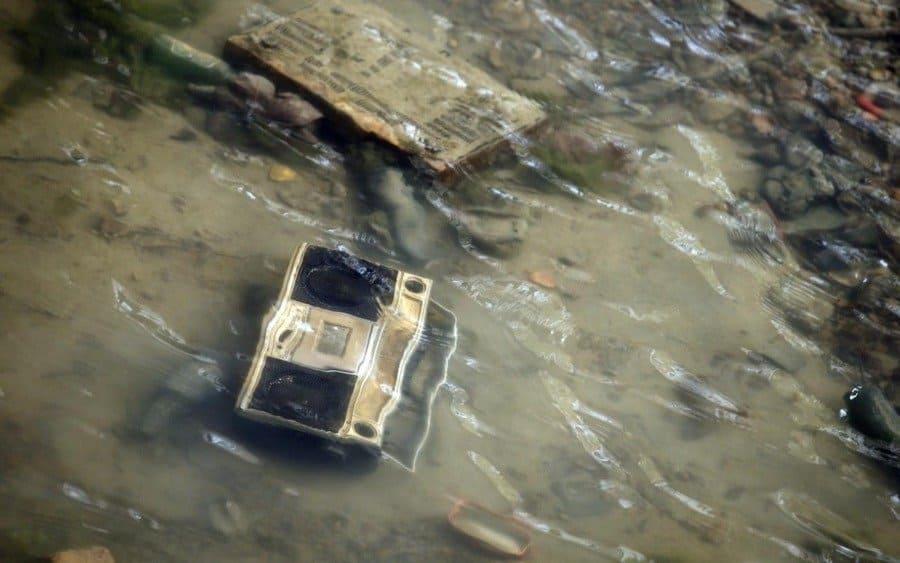 boombox en el canal drenado