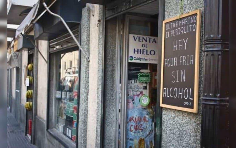 Letrero que lee: Ultramarino el Periquito…Hay agua fría sin alcohol