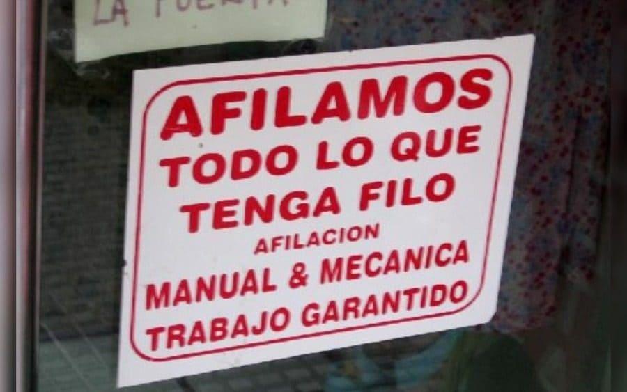 Letrero que lee: Afilamos todo lo que tenga filo…Afilación Manual y Mecánica…Trabajo garantido