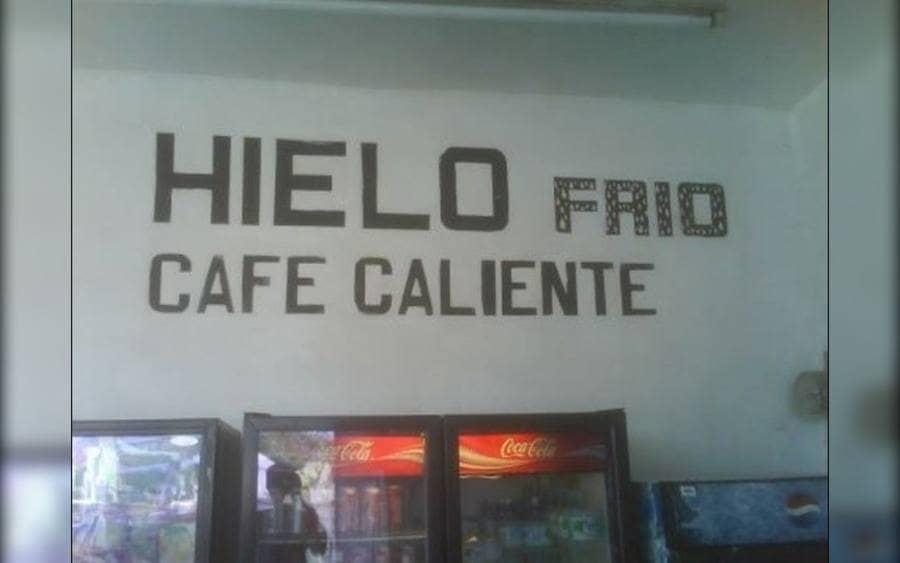 Letrero que lee: Hielo Frío, Café Caliente