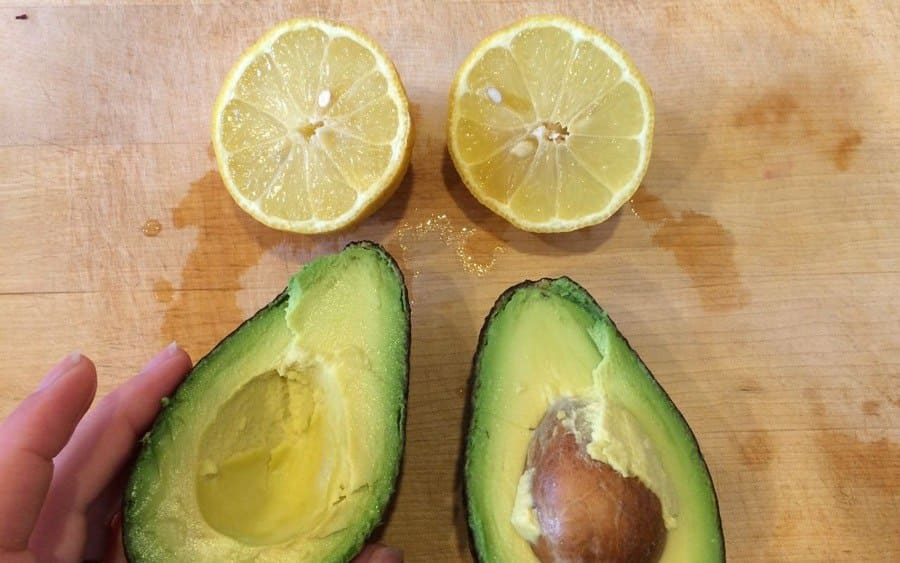 A lemon and an Avocado sliced