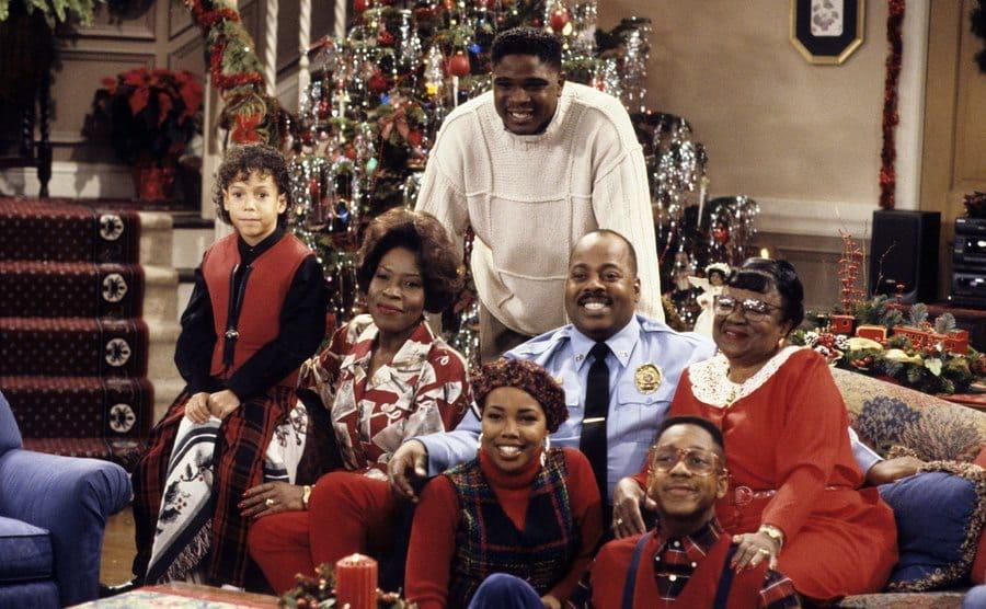 Reginald Vel Johnson, Joe Marie Payton, Rosetta LeNoire, Darius McCrary, Kellie Shanygne Williams, Jaleel White, and Bryton James posing around the couch in a Christmas episode