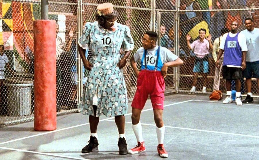 Larry Johnson dressed as a Grandmother and Jaleel White on the basketball court together