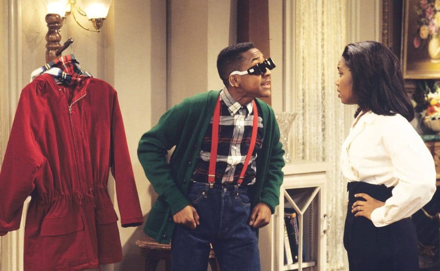 Jaleel White talking to Kellie Shanygne Williams in a scene from Family Matters