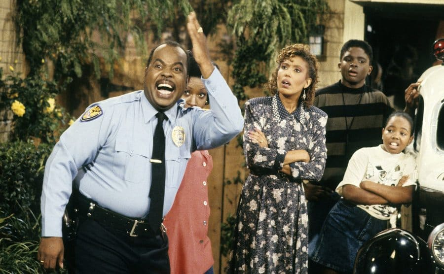 Reginald Vel Johnson with his hand in the air and Jo Marie Payton, Telma Hopkins, Darius McCrary, and Kellie Shanygne Williams around him looking at something that happened behind the camera