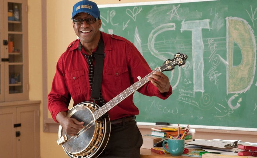 Jaleel White playing the banjo in a classroom in a scene from Judy Moody and the Not Bummer Summer