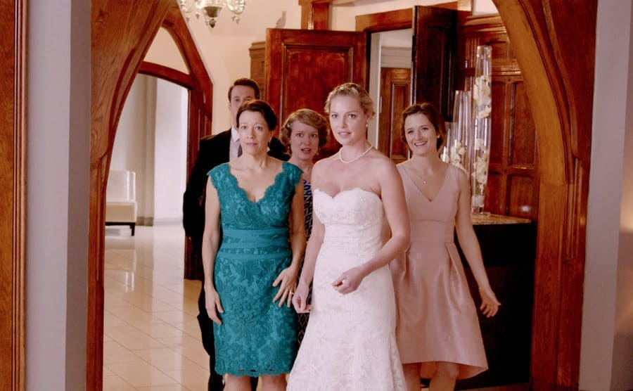 Katherine Heigl in a wedding gown with her on screen family in Jenny's Wedding